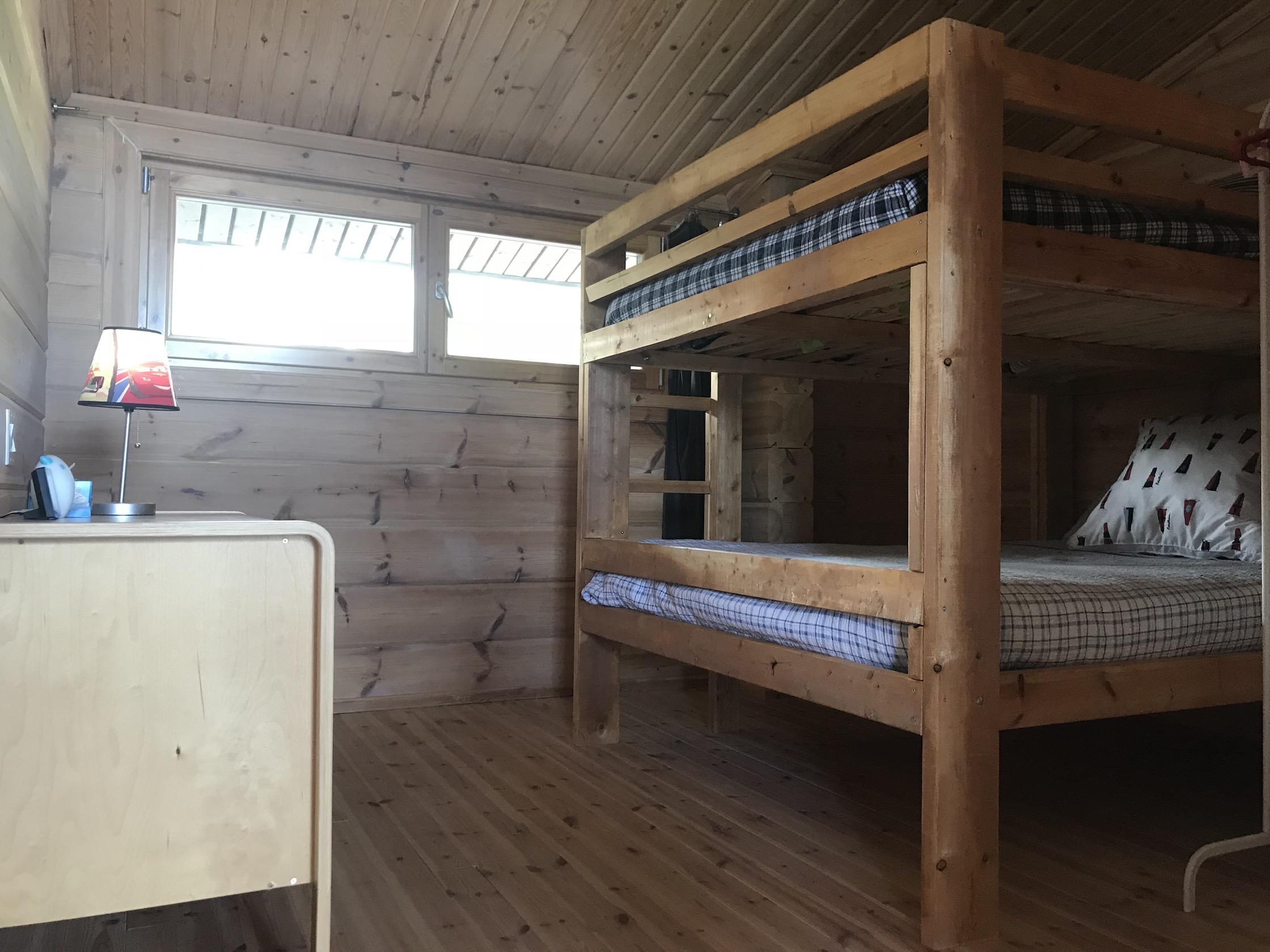 Chambre à l'étage au Chalet les Hirondelles