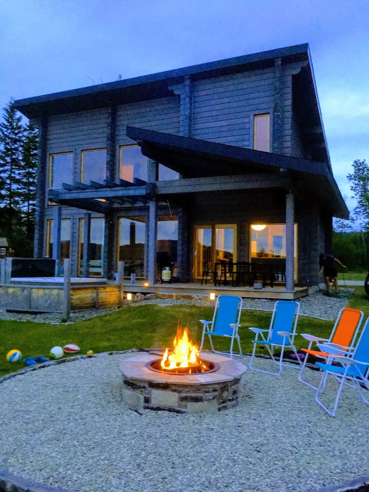 Plaisirs d'été au bord du lac Nairne au Chalet les Hirondelles - spa, feu de foyer
