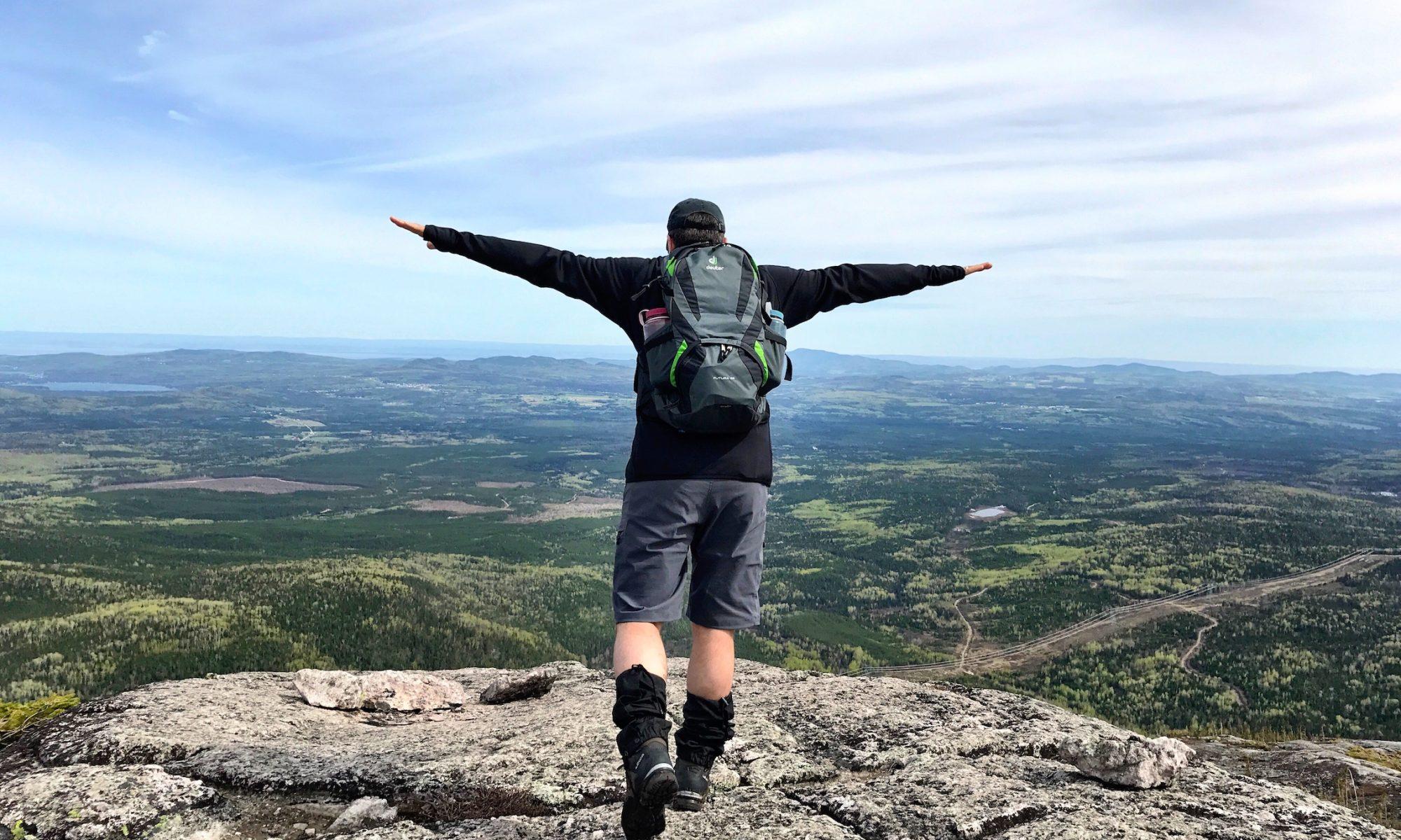 Vue sur le sommet du mont des Morios - une randonnée incontournable près du Chalet des Hirondelle