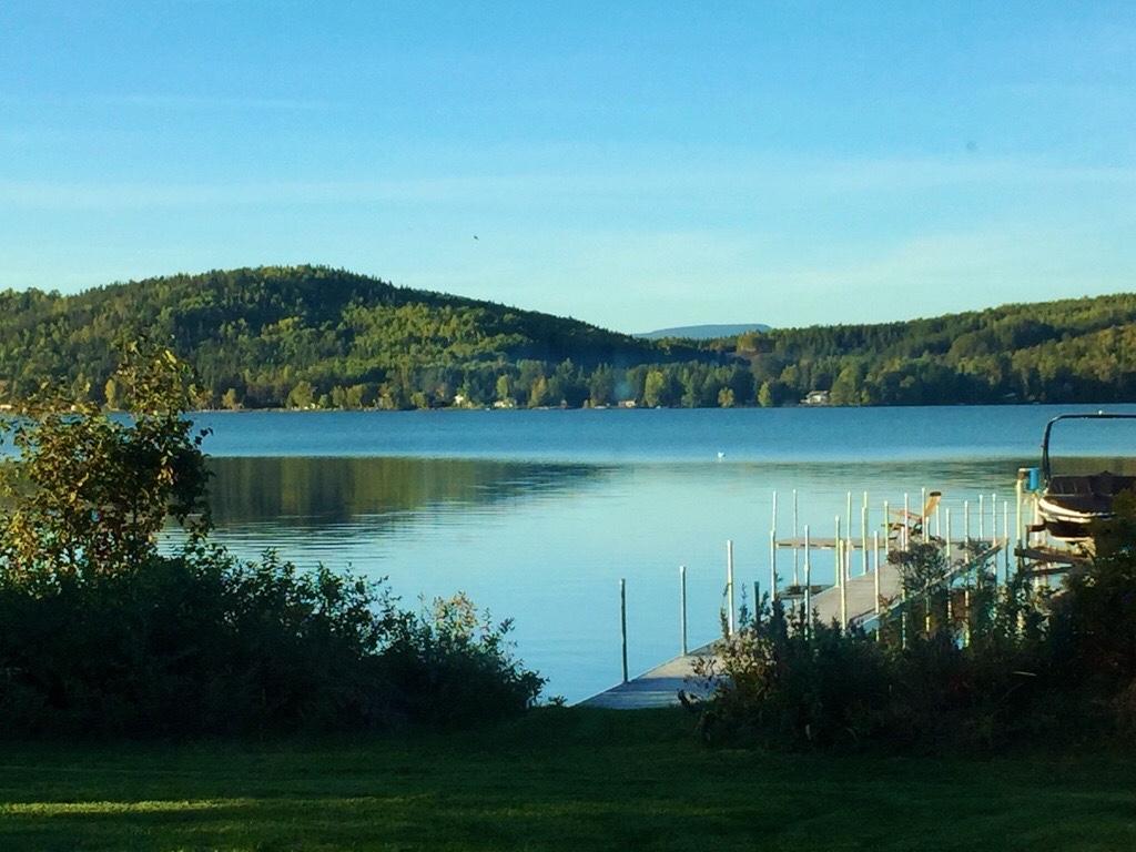 Vue sur le lac Nairne au Chalet les Hirondelles